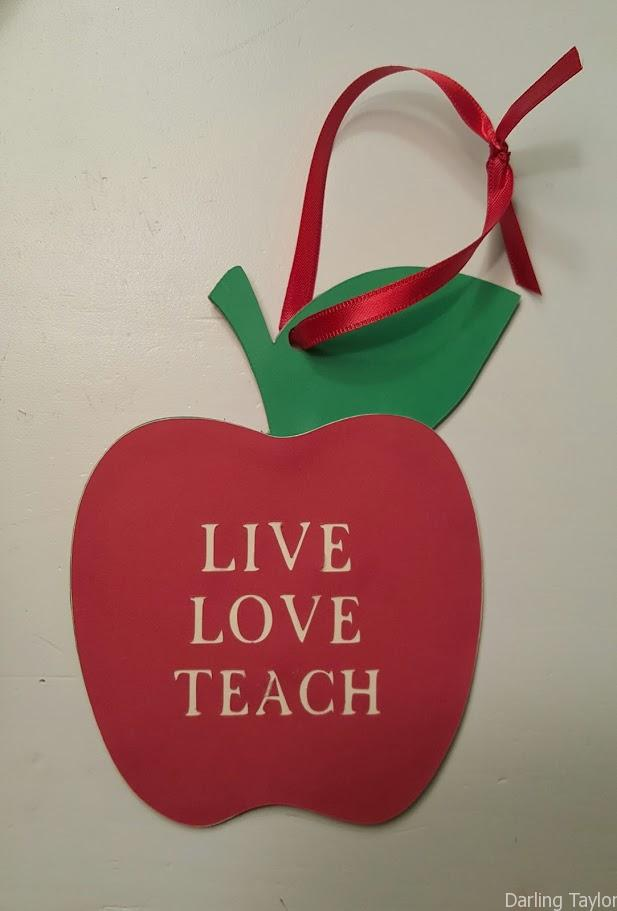 """Live Love Teach"" An awesome gift for teachers - Apple Ornament Gift Card holder"
