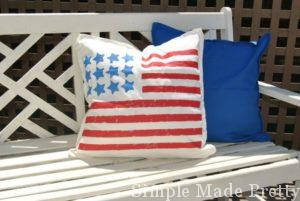 DIY patriotic pillows for July 4th party decor!