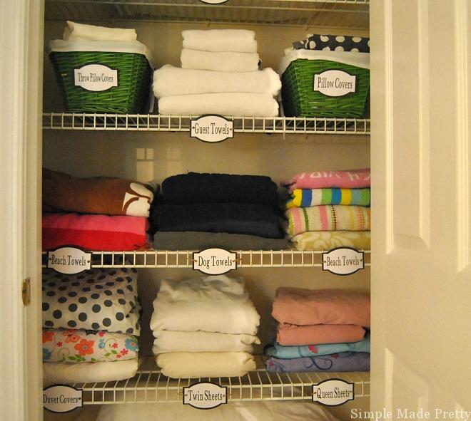 Your linen closet probably has more towels and bed sheets than you really need. Let's talk about what is essential so you can simplify and organize your linen closet like a pro!