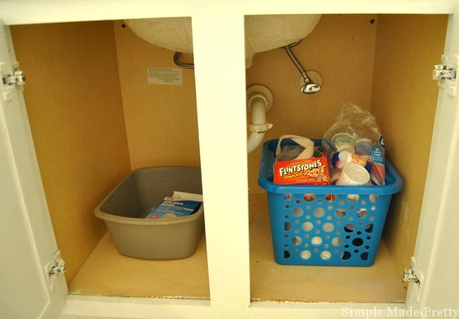 These simple tips and tricks will show you How To Organize Under the Bathroom Sink and reduce the clutter in your home. Organize the bathroom, bathroom organization, home organization, declutter, de-clutter, bathroom clutter, home organization