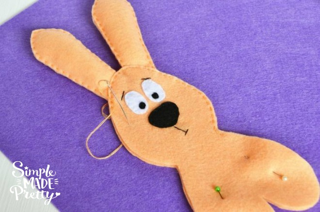 This is a fun DIY Easter craft for adults or kids learning to sew or for a quick and easy sewing project. Create this felt Easter egg and felt Easter Bunny for a cheap Easter basket gift idea that kids will love!