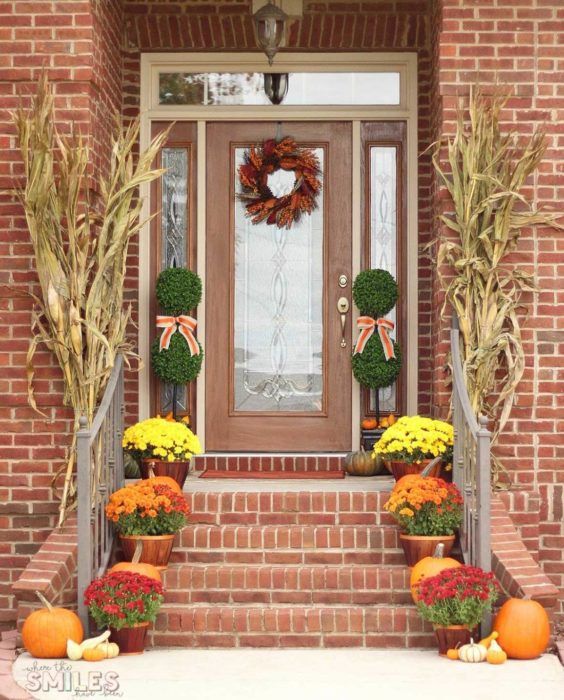 20 Front Porch Fall Decor Ideas You'll Want To Copy Right Now - Front Porch Fall Decor (2019)