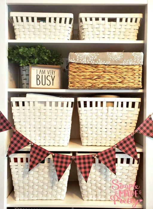 This free printable banner with red and black buffalo plaid buffalo check is an easy way to update your holiday decor! Christmas decor, fall decor, winter decor, buffalo plaid decor ideas