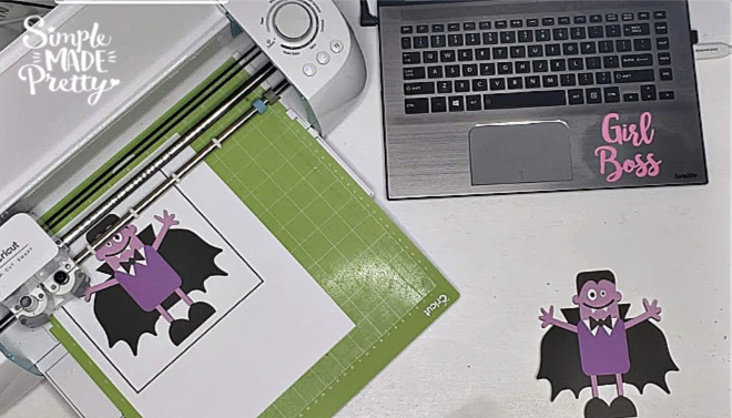 These Cricut Print Then Cut DIY Halloween Treats are the perfect favor for Halloween parties and more. Halloween treats for school parties, Halloween treats for kids, Halloween treat bags, Halloween treats for adults, Cricut Print and Cut, Cricut Print then Cut, Cricut print and cut projects, Cricut print and cut free printable, trick or treat bags diy ideas, trick or treat bags