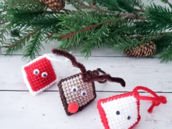 plastic canvas crafts Christmas ornamanets