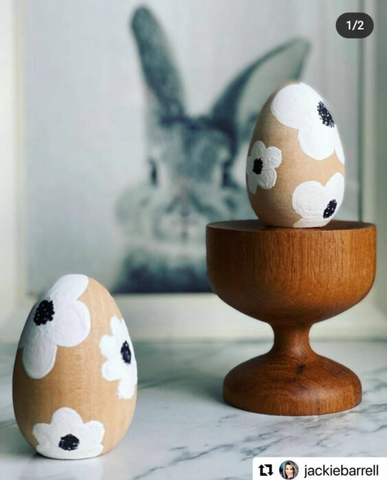 table decor spring easter eggs