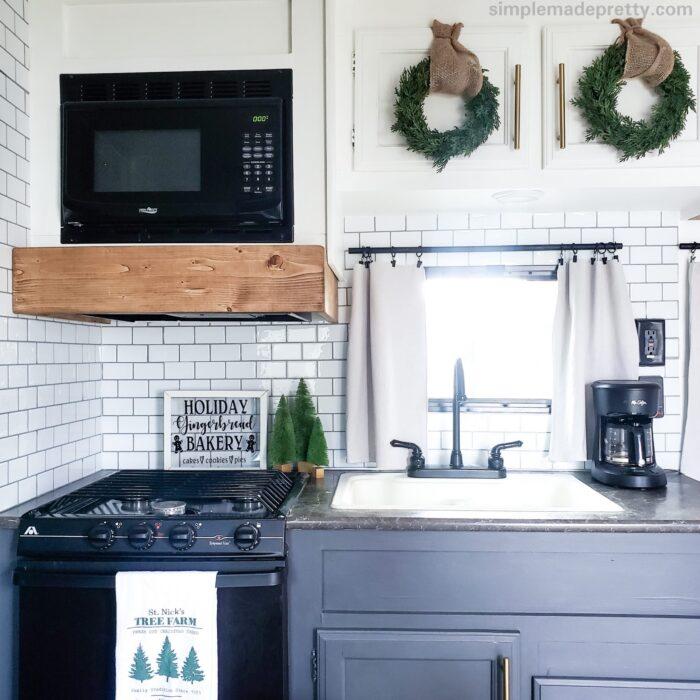 Camper kitchen christmas