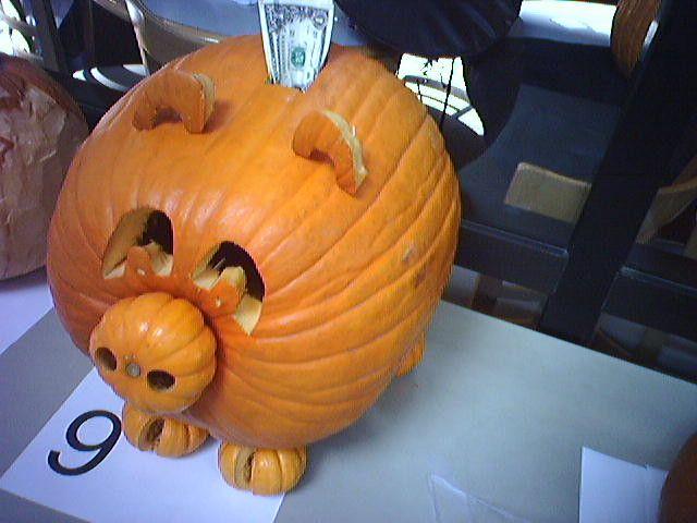 PIG Halloween Pumpkin Carving