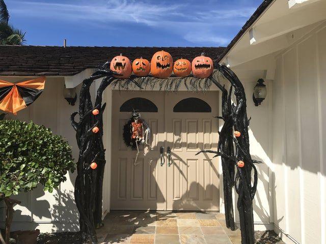 Pool Noodle Halloween Hacks arch