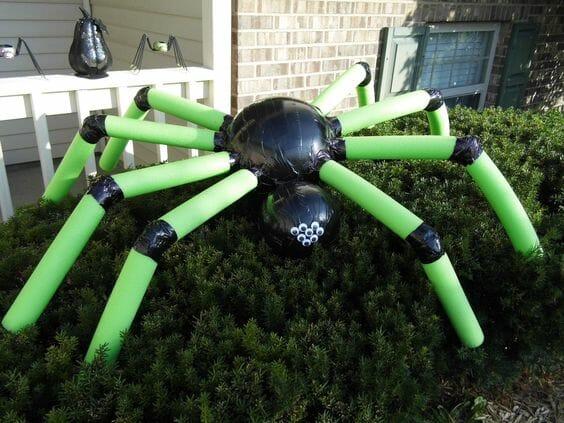 Pool Noodle Halloween Hacks green spider