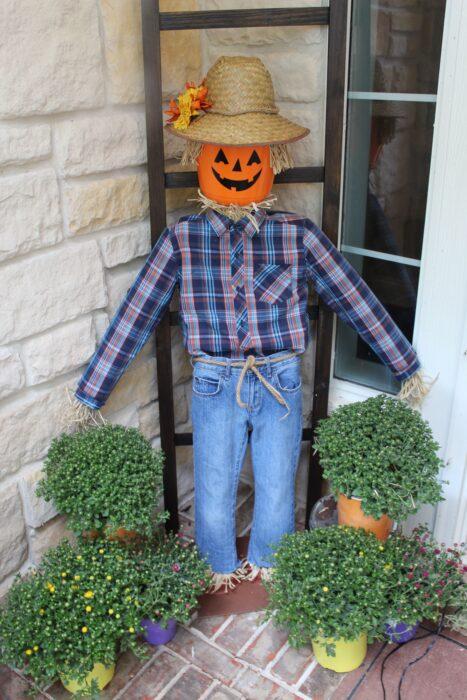 Pool Noodle Halloween Hacks scarecrow